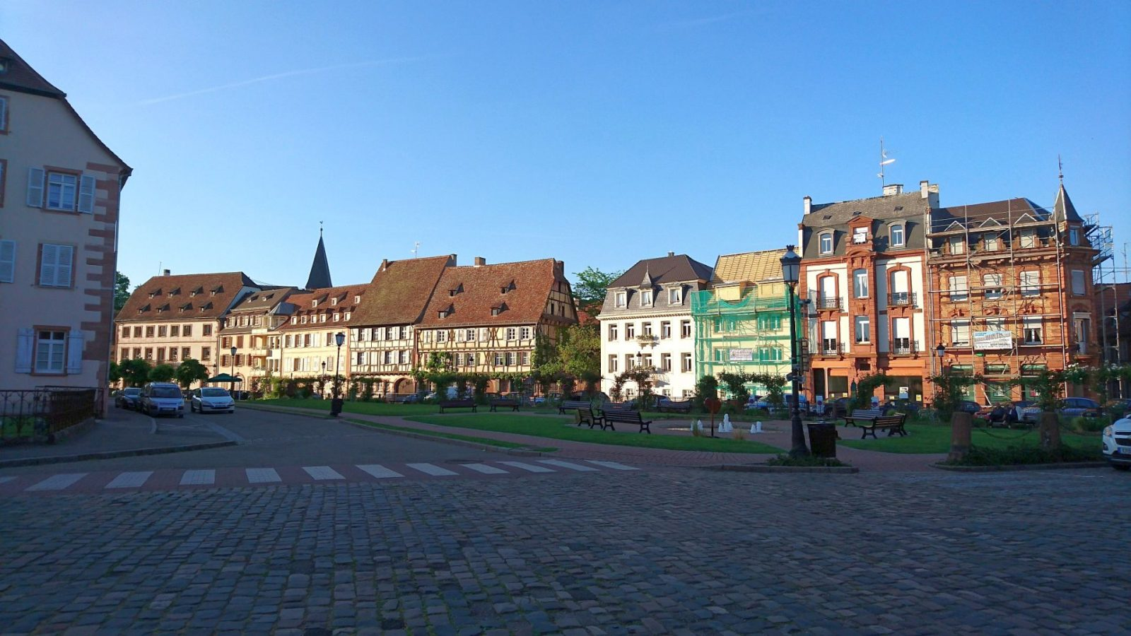 Häusersilhouette im Abendlicht in Wissembourg