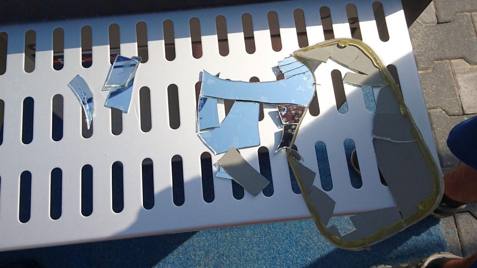 Das zerbrochene Spiegelglas