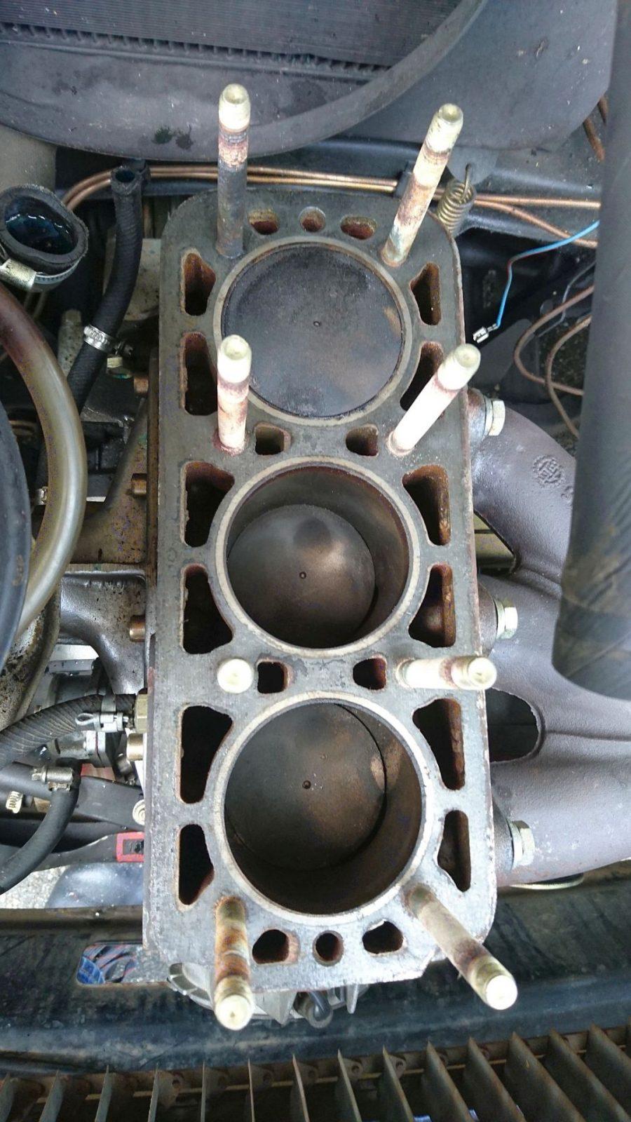 Draufsicht auf den Rumpfmotor mit den drei Kolben