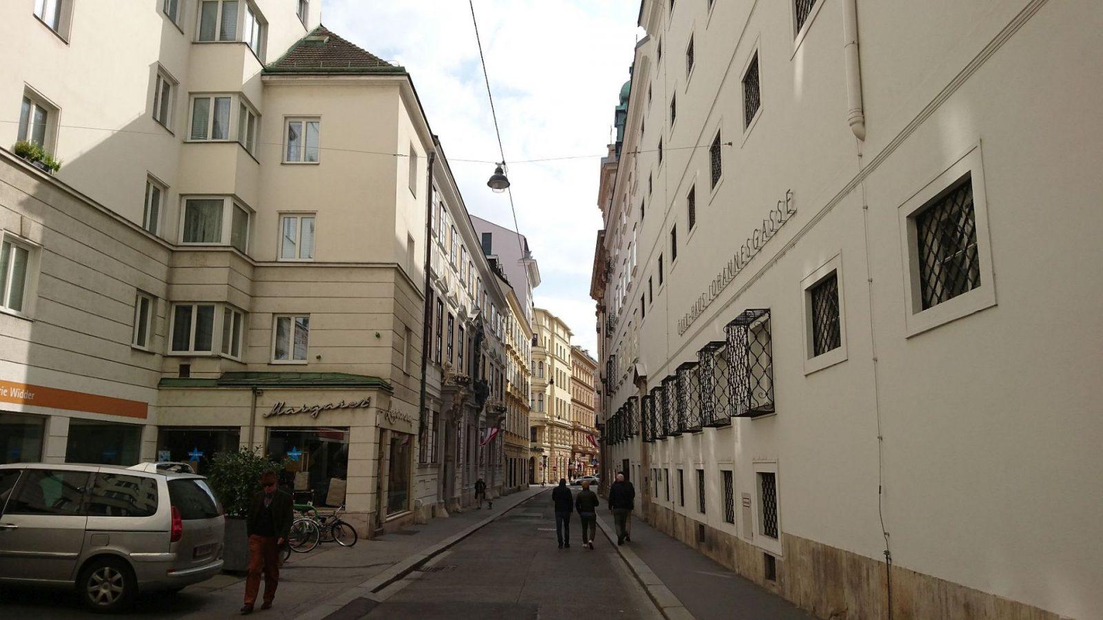 Johannesgasse mit dem ÖJAB-Haus (Studentenwohnheim) in Wien