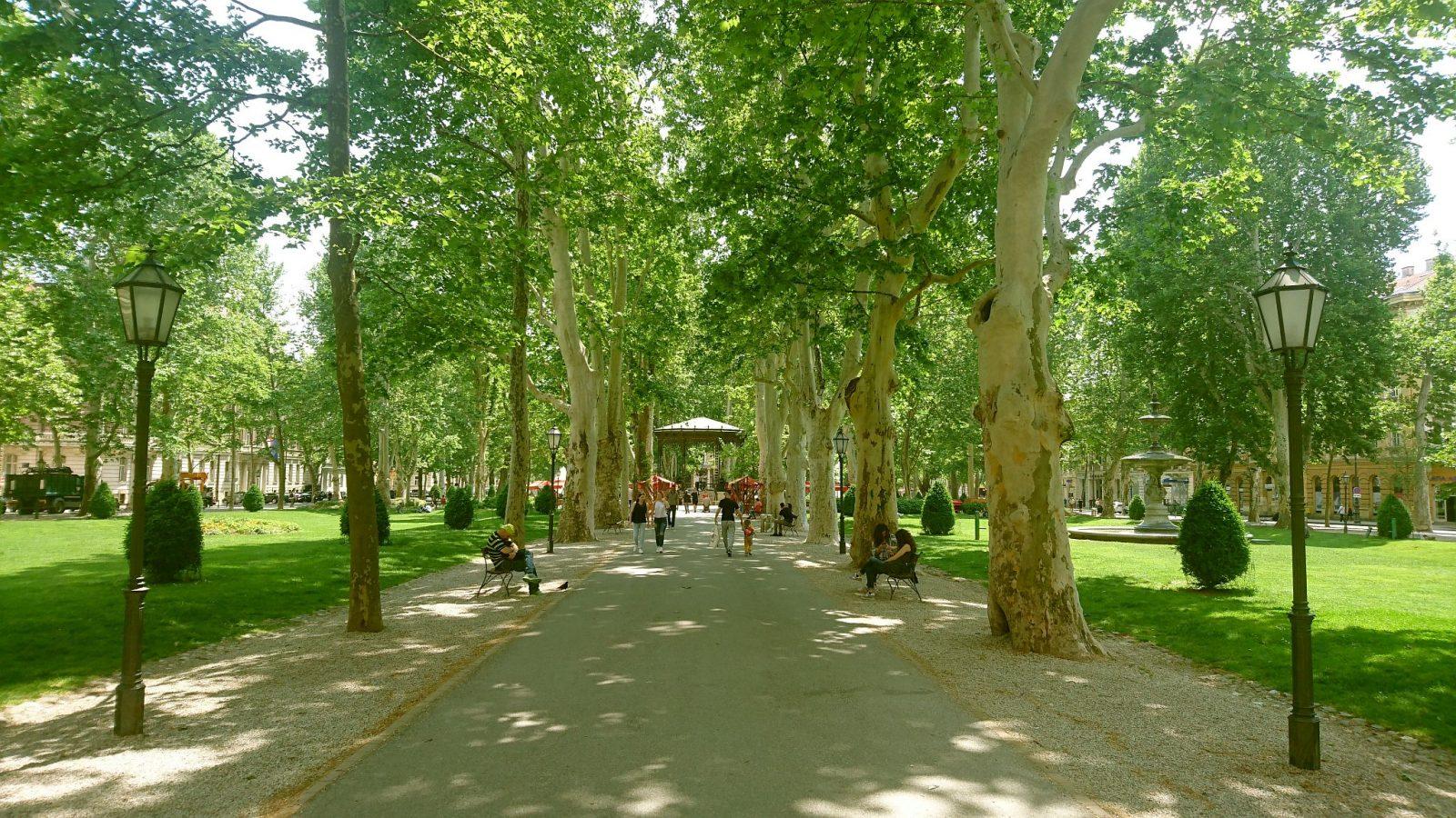 Der Zrinski-Park mit dem Musikpavillon in der Mitte.