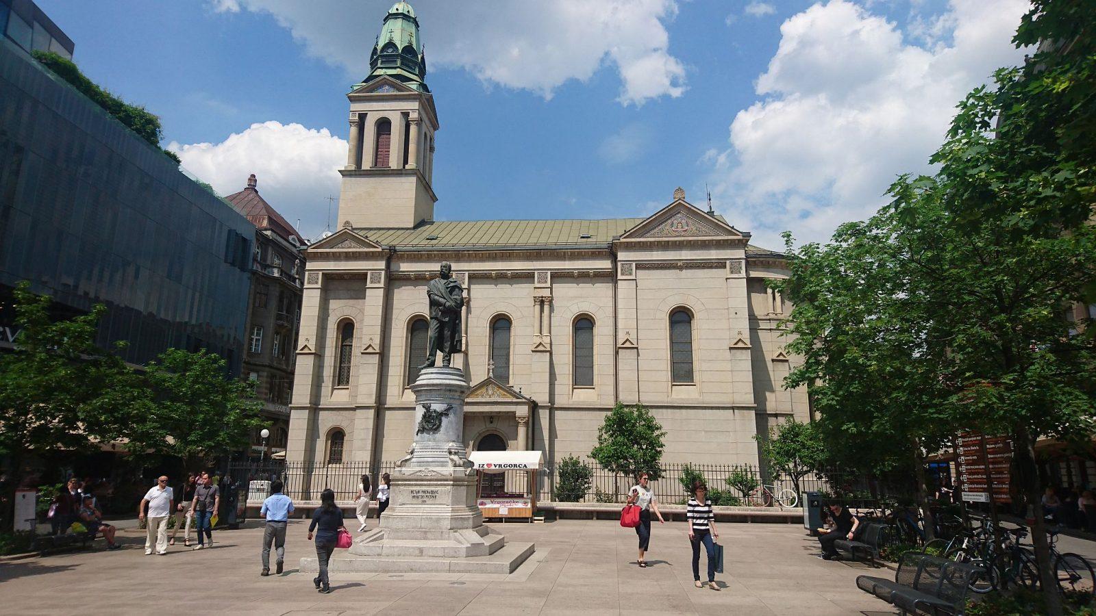 Das Denkmal des kroatischen Nationaldichters Petar Preradović auf dem gleichnamigen Platz vor der Orthodoxen Kathedrale in Zagreb.