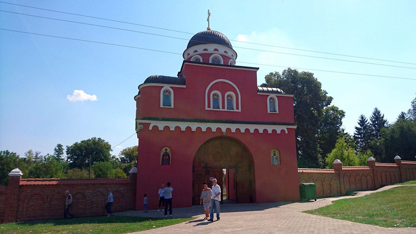 Pforte des Klosters Krušedol
