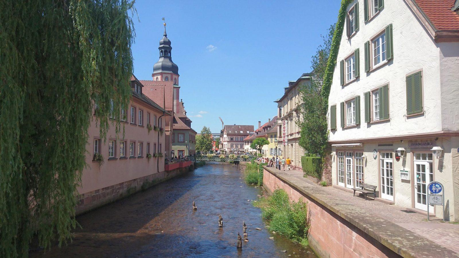 Die Alb fließt durch Ettlingen