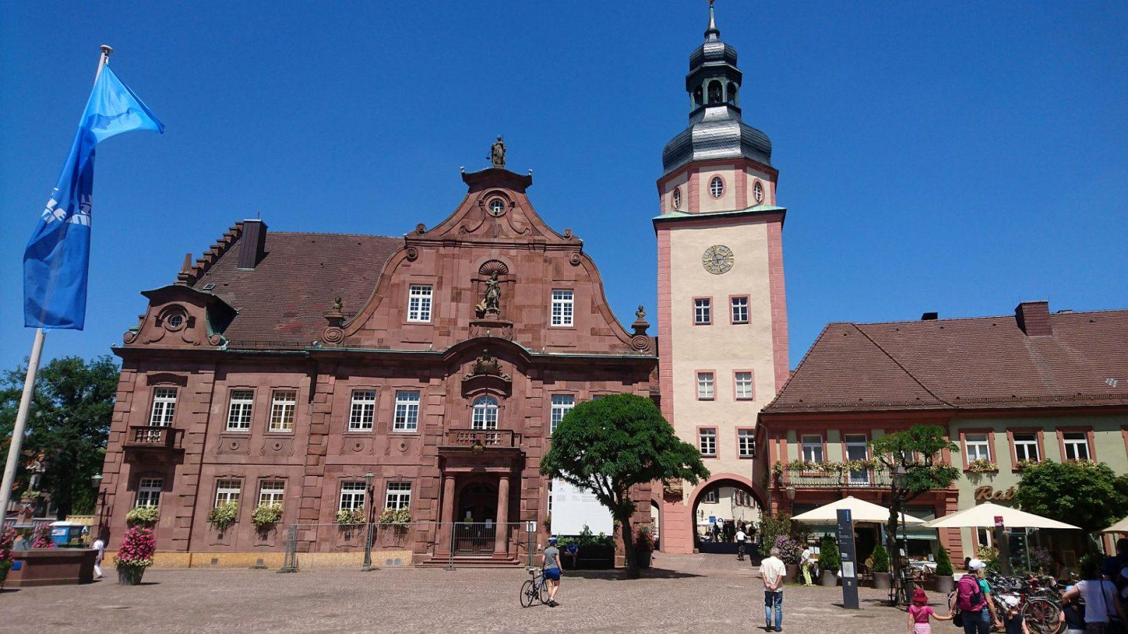 Rathaus Ettlingen mit dem Rathausturm