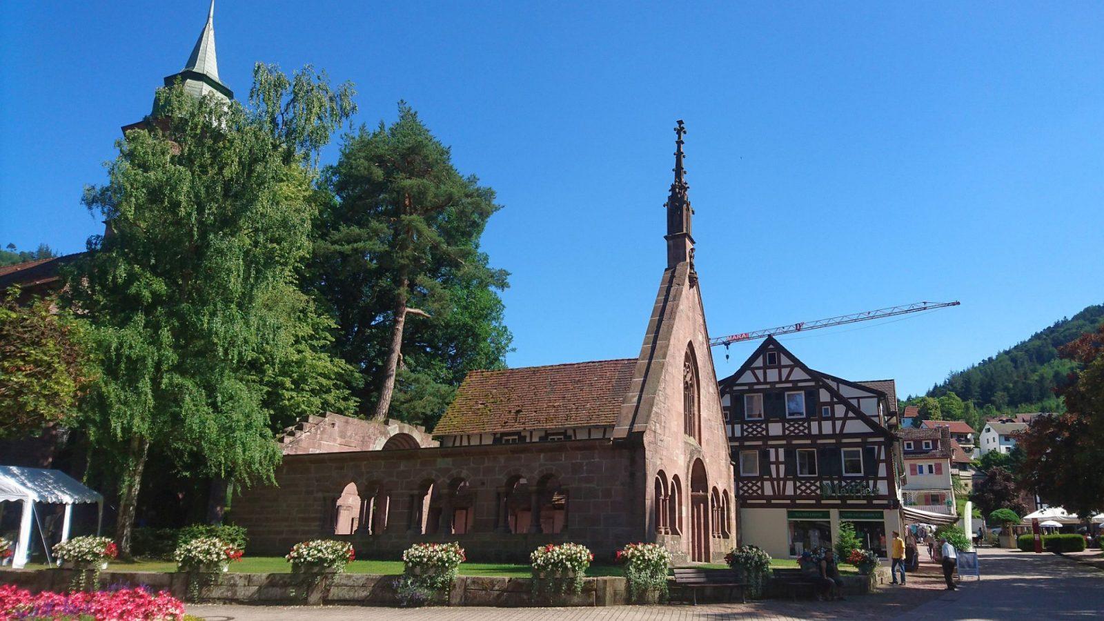 Kloster mit Kirche und Paradies-Ruine in Bad Herrenalb