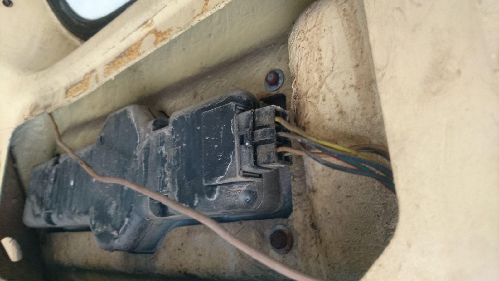 Anordnung der Kabelsteckverbindung an der hinteren rechten Heckleuchte