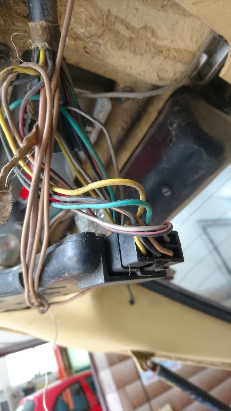 Anordnung der Kabelsteckverbindung an der hinteren linken Heckleuchte