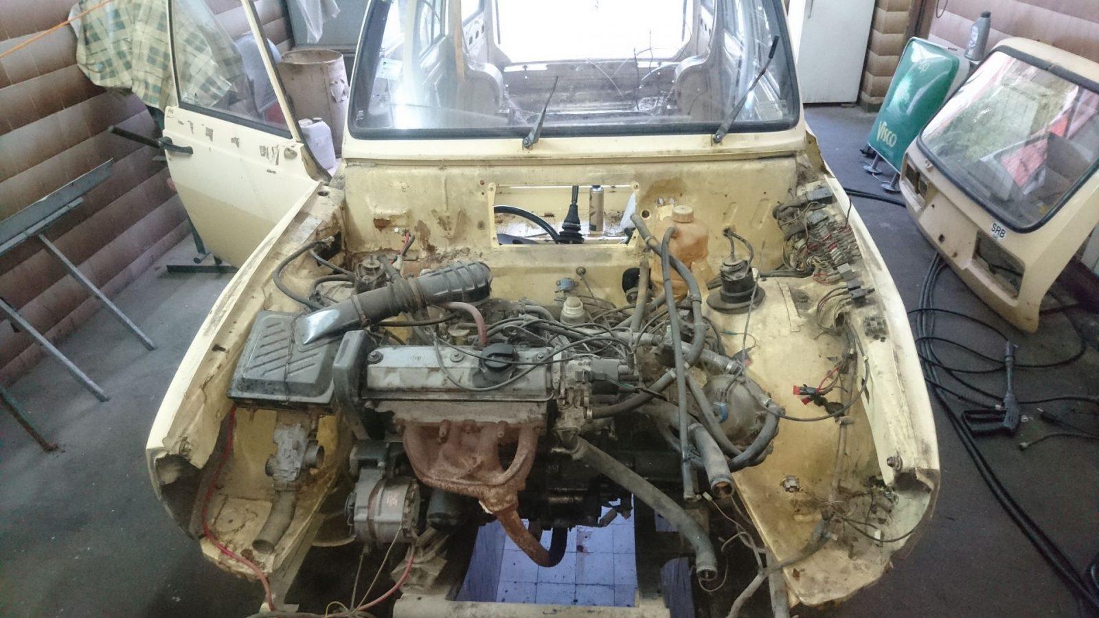Nochmals die Frontansicht in den Motorraum.