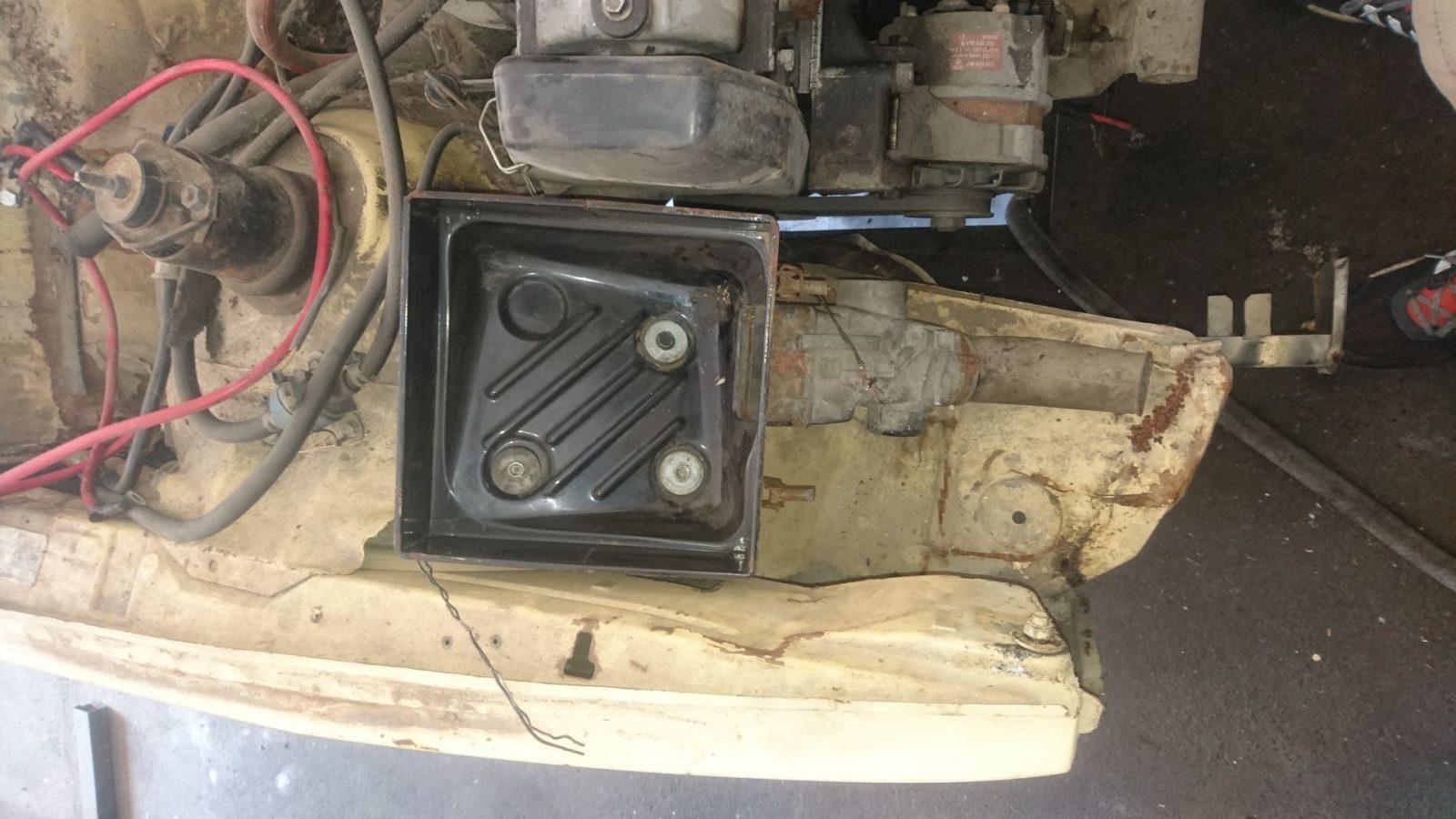Die untere Schale des Luftfilterbehälters.