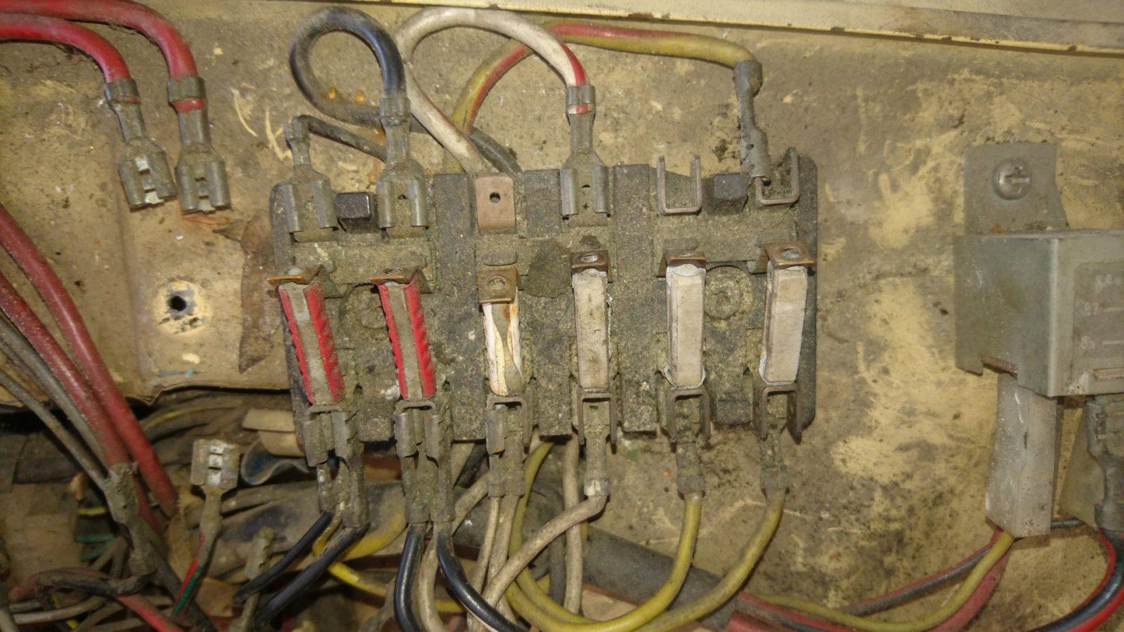 Noch einmal die Anschlusssituation der Elektrik an den Sicherungskästen.