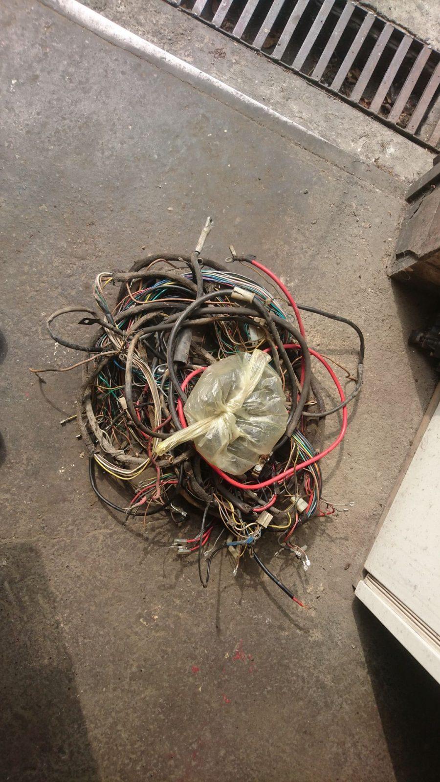 Das sind eine Menge Kabel auf einem Haufen.